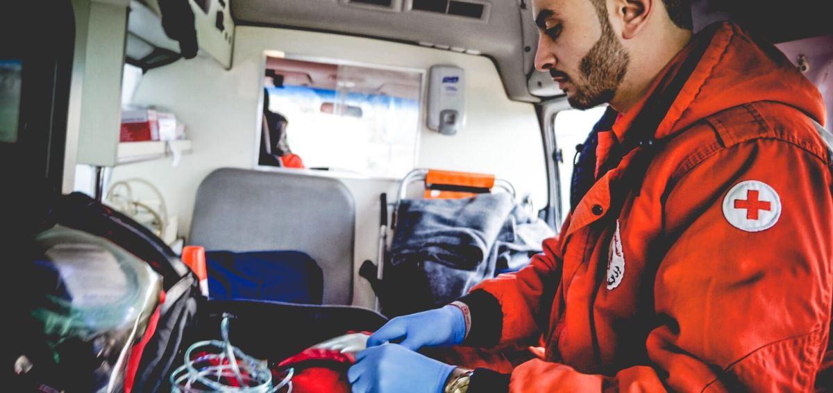 Zdravotnický emergency tým Červeného kříže při akci v Bejrútu